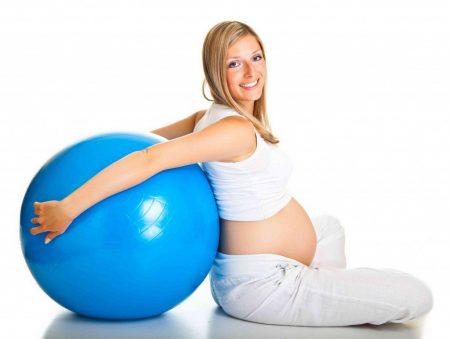 Малыш становится более активным и реагирует на активность мамы