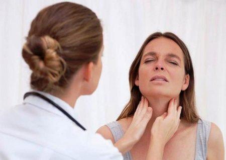 Осмотр врача – важный этап лечения заболевания