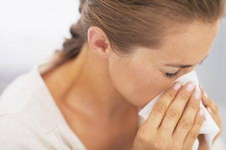 Насморк - один из симптомов простуды