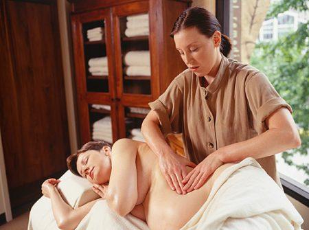 Выполнение массажа мастером