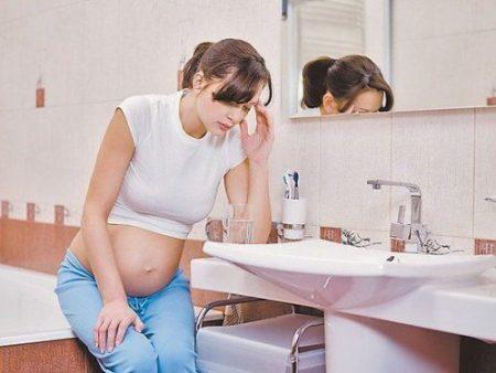 Чем опасен запор при беременности