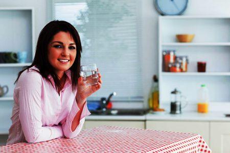 При запорах важно пить много воды